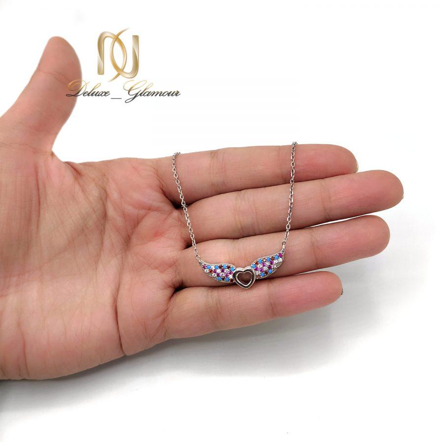 گردنبند نقره شیک دخترانه نگین دار nw-n746 از نمای روی دست