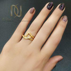 انگشتر زنانه استیل طلایی ظریف rg-n558 از نمای روی دست